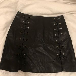 NWOT Lace up sides leather skirt